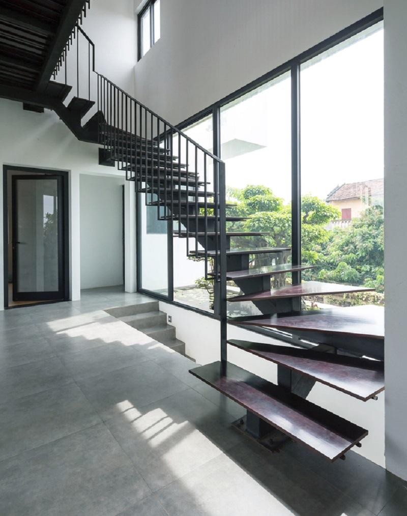 cầu thang kim loại