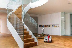Cầu thang uốn cong hiện đang là xu hướng thiết kế được rất nhiều người ưa chuộng.