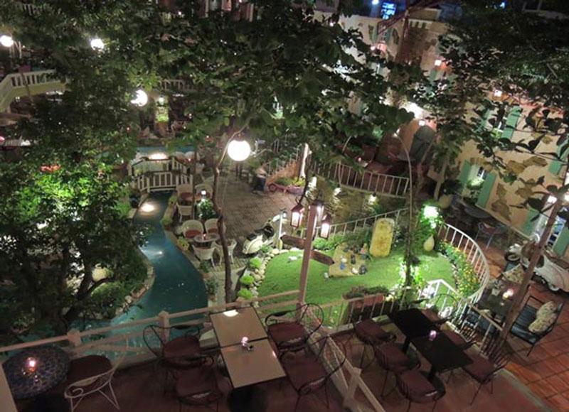 mở quán cafe sân vườn nhỏ bố trí